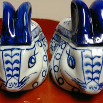 Blue & White  Porcelain rabbits - Asian