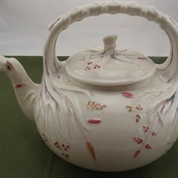 Belleek Grass Kettle - 1st mark - Pottery