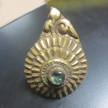 unknown early military hat badge - Military and Wartime