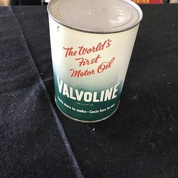 Valvoline oil can  - Petroliana