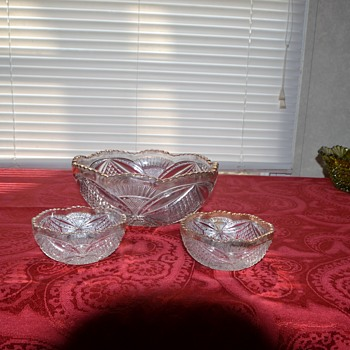 Master berry bowl and two small berry bowls - Glassware