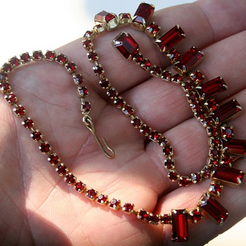 Beautiful Vintage Weiss Red Rhinestone Necklace Costume Jewelry Baguette