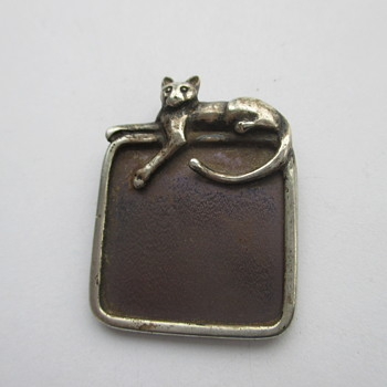 Silver pendant with a cat and a surprise - Fine Jewelry