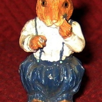 Small Shaving Mouse (Vintage Cold Painted Lead Figure) - Animals