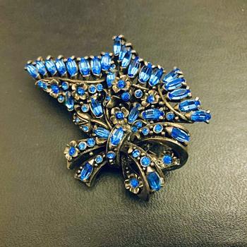 Hollycraft brooch - Costume Jewelry