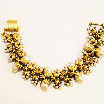 Vintage Tortolani Pearl Cluster Bracelet - Costume Jewelry