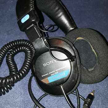 SONY MDR-7506 DYNAMIC STEREO HEADPHONES - Electronics