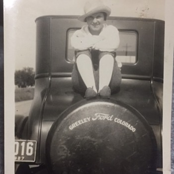 1927 Photo Lady Sitting On Ford Greeley Colo. - Classic Cars