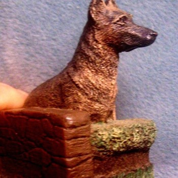 AUS BEN BRONZE GERMAN SHEPHARD DOG  by Charles Earnhardt.c 1970 - Figurines