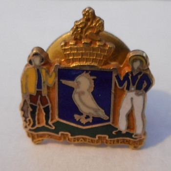 unknown fishermen or seafares pin - Medals Pins and Badges