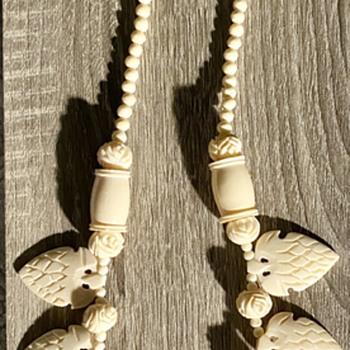 Carved (bone?) necklace unknown era - Fine Jewelry