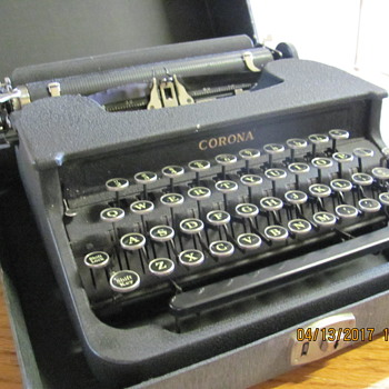 1941 LC Smith Corona Comet ( NON-Deluxe) - Office