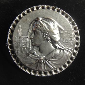 Round Sterling Silver Portret Brooch - Victorian Era