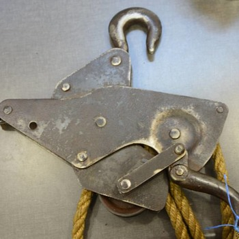 Vintage pulley with lever - Tools and Hardware