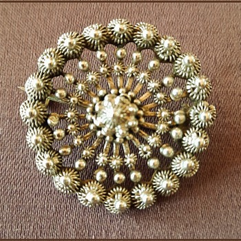 Antique Dutch silver Zeeland knot brooch an example of Dutch traditional costume jewelry - Costume Jewelry