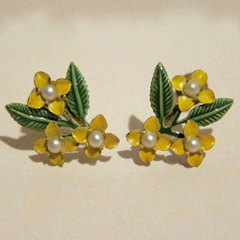 Antique Screw-back Floral Earrings - Costume Jewelry