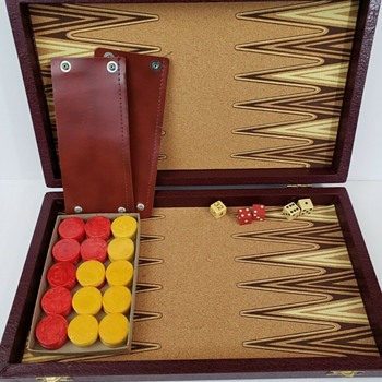 How would you date this Vintage Backgammon set? - Games