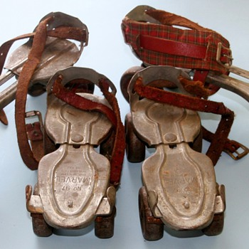 2 Pairs Of Vintage Children's Metal Roller Skates Globe Skate Corp. Menomonee Falls. WI - Sporting Goods