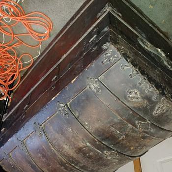 Old steamer trunck - Furniture