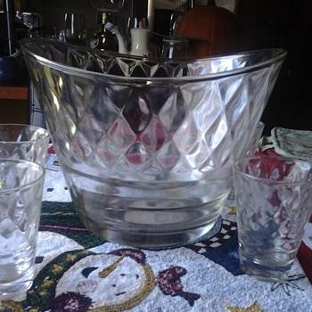 unusual punch bowl - Glassware