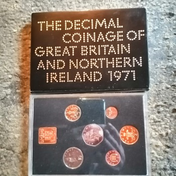 1971, Britain's first decimal coin set.  - World Coins