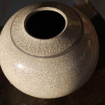 White Raku Round Vse - Pottery