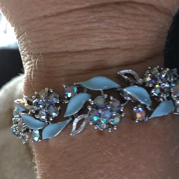 Lisner aqua blue bracelet with Aurora Borealis stones.   - Costume Jewelry