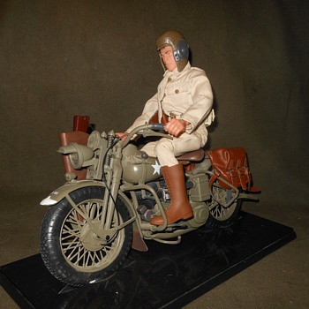 GI Joe WWII Army Courier With WLA 45 Harley-Davidson 1998 - Toys
