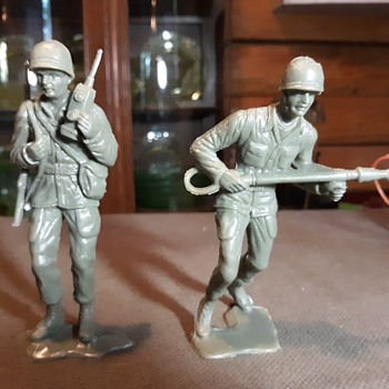 6 Inch Army Men Possibly MPC 1960s Waxy Green - Toys