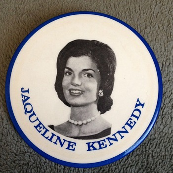 Rare 1960 Jaqueline Kennedy Campaign Button - Medals Pins and Badges