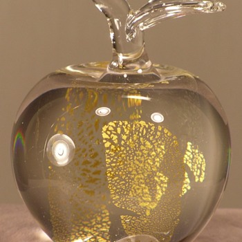 Patricia Faye - Apple Paperweight - Gold - 1988 - Art Glass