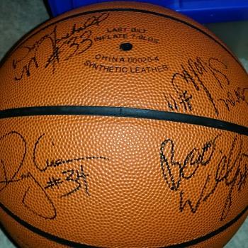 1994-95 Uconn mens womens signed ball RAY ALLEN - Basketball