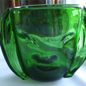 BLOWN GLASS  Forest Green  -FACE VASE- Who Dunnit? - Art Glass