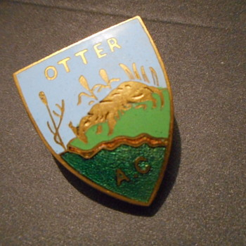 ''Otter A.C''Enamel Badge,Marked Simpson London Ltd on the back - Medals Pins and Badges