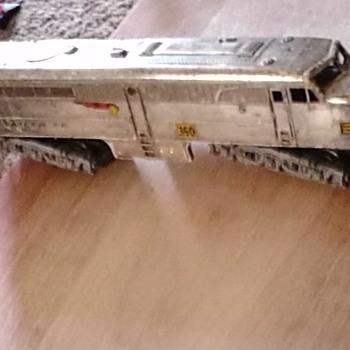 1950 santa fe rare chrome - Model Trains