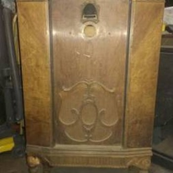 1920s RADIO CABINET - POST #1 OF 7