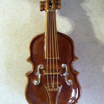 McCoy Violin Wallpocket - 50's - Pottery