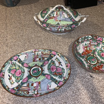 Looking for information on this set, age. Great condition - China and Dinnerware