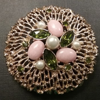 Sarah Coventry brooch & earrings set  - Costume Jewelry