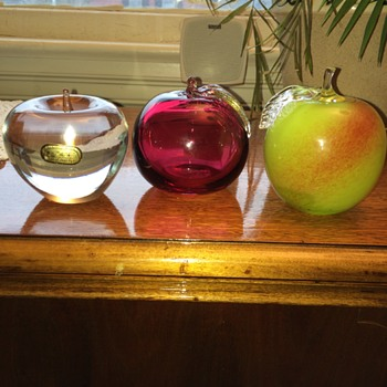 Glass Apples (Signature)  Help! - Art Glass