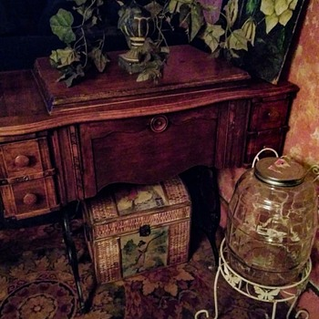 Antique sewing machine - Sewing