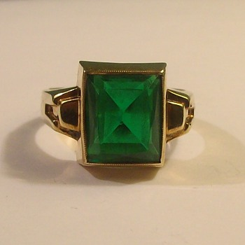 "Mans Synthetic Old Emerald Ring in 10k ""Cushion Cut"" Stone"