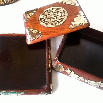 Beautiful Chinese Export Wood Lacquer & Brass Trim Box - For Cigarettes? - Asian