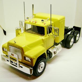 Mack Truck Model  - Model Cars