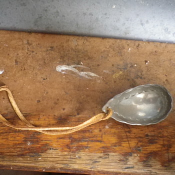 """Decorated Metal spoon with leather strap, non English writing """"Tenn Handars LGS"""" nicely decorated inside bowl. - Kitchen"""