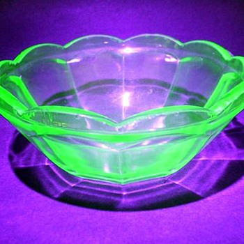 FEDERAL GLASS -- Small Bowl ( Glows ) - Glassware