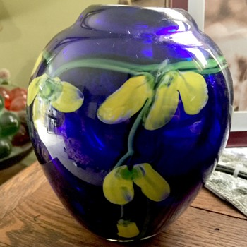 Lovely cobalt vase - Art Glass