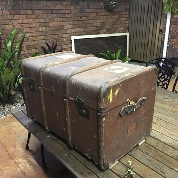 Trunk found in oz, maxem, per Anthony border security carrying service - Furniture