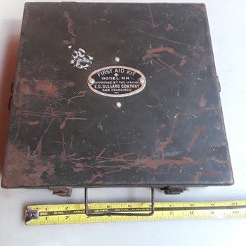 """old """"U.S.C.G. APPROVED"""" metal first aid kit box - Military and Wartime"""