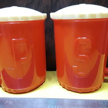 vintage red BURRITE plastic salt/pepper shakers - Kitchen